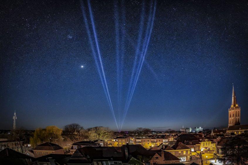 haz clic en la imagen para ampliarla Nombre:  Light The Sky Flashlight light lochem-1.jpg Vistas: 284 Tamaño:  98,7 KB